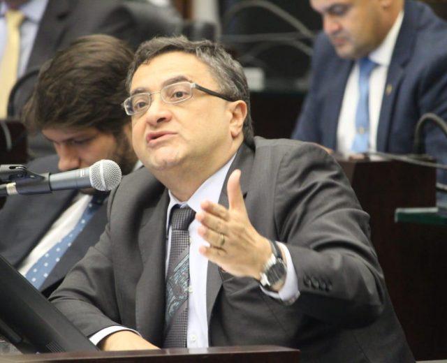 Michele Caputo vota a favor da reforma administrativa do Governo