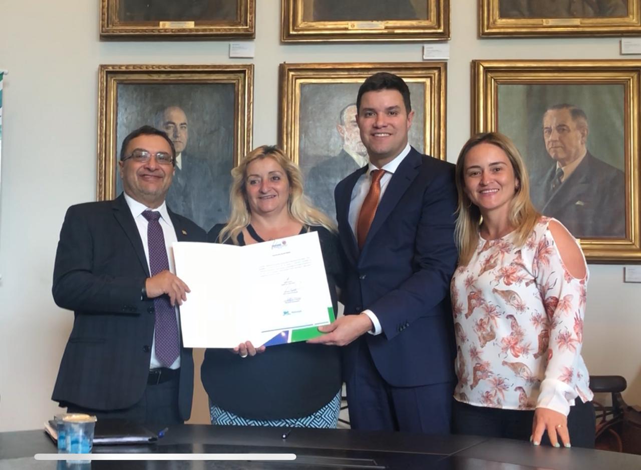 Deputado Caputo garante van para o transporte de pacientes de Agudos do Sul