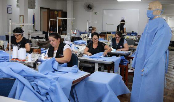 Caputo destaca indústrias que passaram a produzir equipamentos de proteção para profissionais de Saúde