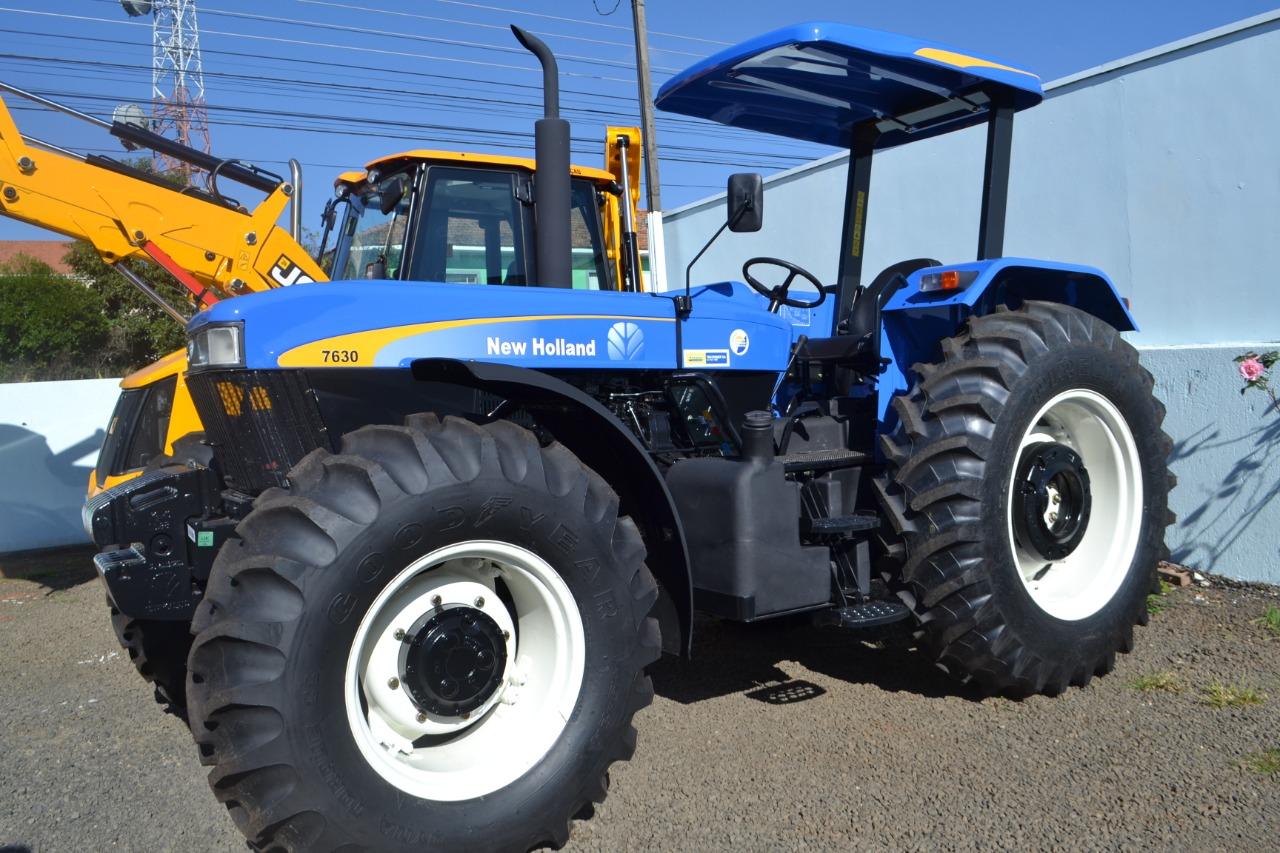 Trator viabilizado por Michele Caputo vai atender até 3.200 agricultores familiares de Imbituva