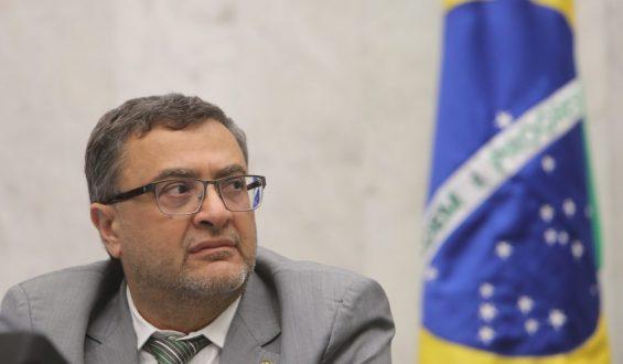Michele Caputo defende aplicação da lei de registro emergencial para iniciar vacinação